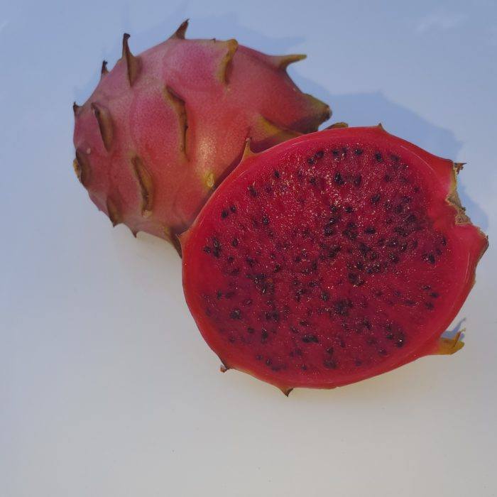 Vivid Purpurea Dragon Fruit Sliced